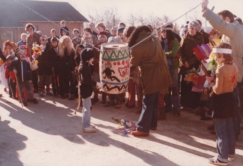 10. Fastelavnsfejring i Vind. Begyndelsen af 1980'erne.