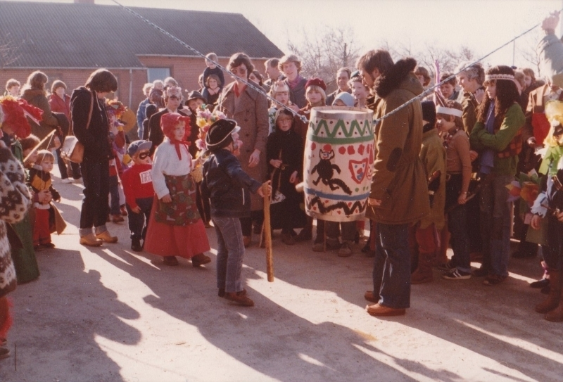 2. Fastelavnsfejring i Vind. Begyndelsen af 1980'erne.