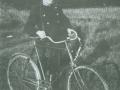 Mangeårig landpost i Vind, Bertel Bertelsen (1894-1995). Årstal ukendt. For yderligere oplysninger, se menupunktet 'Kender du historien om...' -> 'Den gamle post og flagalléen'.