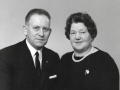 Smedemester Arnold David Bertelsen (1911-2001) og Hustru Helga Bertelsen (f. Sørensen, 1916-2009). Årstal ukendt.