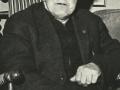 Skomager i Vind Kirkeby, Jens Kjær Christiansen (1907-1985), kaldet Æ' bette skoma'r'. Årstal ukendt. For yderligere oplysninger, se menupunktet 'Vind i billeder' -> 'Månedens billede, juli 2018.'