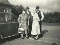 Tvillingebrødrene Bertel og Hans Pedersen Daather med deres hustruer Hilma og Bothilde. Til venstre Bertel (1905-1963) med sin hustru Hilma Daather (f. Hermansen, 1908-1997), til højre Hans (f. 1905) med sin hustru og kusine Bothilde Daather (f. Pedersen Daather, 1901). Årstal ukendt.