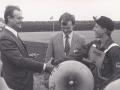 Lars Gammelvind til højre, flerårig juniordanmarksmester i traktorpløjning og her -ved mesterskaberne i 1985- i selskab med Prins Henrik. For yderligere oplysninger, se 'Vind i billeder' -> 'Månedens billede, april 2015.'