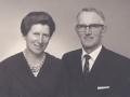 Gårdmand i Gammelvind, Thue Gammelvind (1910-2000) og hustru Eleonora Kristine Gammelvind (f. Troldtoft, 1914-1999) fotograferet i forbindelse med deres sølvbryllup i 1962.