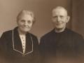 Gårdmand i Gammelvind, Jens Gammelvind (1876-1966) og hustru Mariane Gammelvind (f. Thomsen, 1876-1952). Angiveligt midten af 1940'erne.