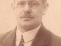Mangeårig købmand, Niels Mourids Halkjær (1893-1965), som i 1923 opførte det første hus i dét, der med jernbanens indvielse to år senere blev til Vind Stationsby. Årstal ukendt.