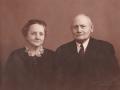 Tømrer og husmand i Virkelyst, Nis Jørgen Hansen (1877-1965) og hustru Inger Marie Hansen (f. Jeppesen, 1875-1955). Årstal ukendt. For yderligere oplysninger om Nis Jørgen Hansen, se menupunktet 'Vind i billeder' -> 'Månedens billede, marts 2018'.