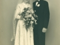 Husmand i Højbo, Henry Jeppesen (1925-2014) og Anna Maria Jacobsen (g. Jeppesen, 1934-2016) fotograferet på deres bryllupsdag i 1954.
