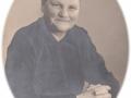 Andrea Jeppesen (f. Jeppesen, 1887-1966), gift med gårdmand i Vestergård, Peder Jeppesen (1869-1941). Årstal ukendt.