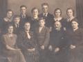 Gårdmand i Vestergård, Peder Jeppesen (1869-1941) og hustru Andrea Jeppesen (f. Jeppesen, 1887-1966) fotograferet med deres 10 børn, antageligvis i forbindelse med deres sølvbryllup i 1939. Forrest til venstre sidder Anna Petrine Jeppesen (g. Nielsen, 1912-1987), mellem forældrene står Emil Jeppesen (1927-2017) og til højre sidder Kathrine Jeppesen (g. Steffensen, 1914-1997). Bagest ses fra venstre Hulda Jeppesen (g. Pedersen, 1922-2003), Henry Jeppesen (1925-2014), Kristian Jeppesen (1923-2004), Ingeborg Jeppesen (g. Kristensen, 1917-2005), Ejnar Jeppesen (1919-1997) samt tvillingerne Thora Jeppesen (g. Damgaard, 1916-2000) og Nora Jeppesen (g. Sørensen, 1916-1998).
