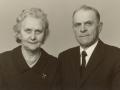 Gårdmand i Øster Skovgård og senere i Røjkærgård, Anders Jensen (1899-1991) og hustru Karen Jensen (f. Troldtoft, 1904-1993). Årstal ukendt.