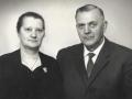Gårdmand i Toftegård i Vind Kirkeby, Mogens Christian Jensen (1895-1969) og hustru Mette Jensen (f. Mohrsen, 1906-1980). Årstal ukendt.