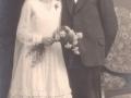 Gårdmand i Toftegård i Vind Kirkeby, Mogens Christian Jensen (1895-1969) og Mette Mohrsen (g. Jensen, 1906-1980) fotograferet på deres bryllupsdag i 1930.