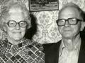 Gårdmand i Kjærgård, Sigurd Kjær (1900-1999) og hustru Petra Kirstine Kjær (f. Thomsen, 1901-1990). Årstal ukendt.