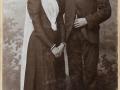Karl Jensen (1872-1952), senere gårdmand i Kirkegård og med efternavnet Kirkegaard, og Karen Kjeldsen (g. Kirkegaard, 1877-1956) fotograferet på deres bryllupsdag i 1899.