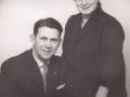 Gårdmand i Voldstedgård, Anker Larsen (1915-1983) og hustru Anna Larsen (f. Holmgaard, 1910-1996). Årstal ukendt.