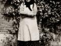 Jensine Lauritsen (f. Pedersen, 1875-1956), gift med gårdmand i Viholm, Mikkel Peder Lauritsen (1870-1947). Årstal ukendt.