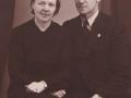 Vognmand i Vind Stationsby, Niels Nielsen (1899-1966) og hustru Nelly Nielsen (f. Brunsborg, 1908-1985). Årstal ukendt.