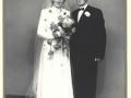 Aksel Johannes Poulsen (1916-2006), født i Damtoft og senere bosiddende i Hodsager, og Gerda Kirstine Kristensen (g. Poulsen, 1929-1988) fotograferet på deres bryllupsdag i 1953.