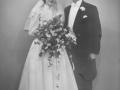Gårdmand i Sønder Vindgab, Kaj Poulsen (1920-1995) og Tove Jensen (g. Poulsen, 1931-2011) fotograferet på deres bryllupsdag i 1951.