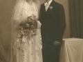 Kristian Herrup Poulsen (1912-1986), født i Damtoft og senere husmand i Solvang, og Sigrid Kjær Pedersen (g. Poulsen, 1918-2000) fotograferet på deres bryllupsdag i 1940.