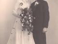 Gårdmand i Meldgård, Knud Christian Meldgaard Poulsen (1924-1994) og Gunhild Lind Jensen (g. Poulsen, 1928-1988) fotograferet på deres bryllupsdag i 1950.
