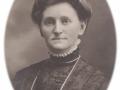 Jensine Poulsen (f. Kjeldsen, 1884-1962), gift med gårdmand i Meldgård, Poul Christian Spaabæk Poulsen (1892-1988). Årstal ukendt.