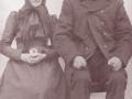 Gårdmand i Blåbjerg, Niels Christian Sanddahl Blaaberg (1834-1911) og hustru Ane Blaaberg (f. Poulsen, 1844-1917). Årstal ukendt.