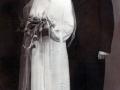 Nikoline Marie Barbesgaard (g. Præstholm, 1917-2005) og Valdemar Jensen Præstholm (1914-1991), senere gårdmand i Vestertoft, fotograferet på deres bryllupsdag i Tim i 1940.