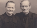 Husmand i Blåbjerghus, Jens Svendsen (1859-1936) og hustru, Ane Kirstine Svendsen (f. Christensen, 1869-1955). Årstal ukendt.