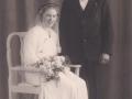 Husmand i Blåbjerghus, Peder Svendsen (1908-1994) og Oda Kathrine Andersen (g. Svendsen, 1915-1986) fotograferet på deres bryllupsdag i 1936.