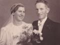 Senere gårdmand i Gammelvind, Thue Gammelvind (1910-2000) og Eleonora Kristine Troldtoft (g. Gammelvind, 1914-1999) fotograferet på deres bryllupsdag i 1937.