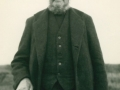 Peder Jensen Vinkel (1860-1940), oprindeligt fra Tiphede ved Herning, siden smed og husmand i Vind. Angiveligt 1938.