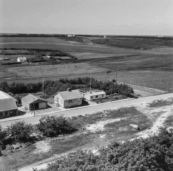 4. Vind by, 1962. Holstebrovej 13 (smedjen yderst til venstre) og 15. Endnu uden bebyggelse på modsatte side af vejen.