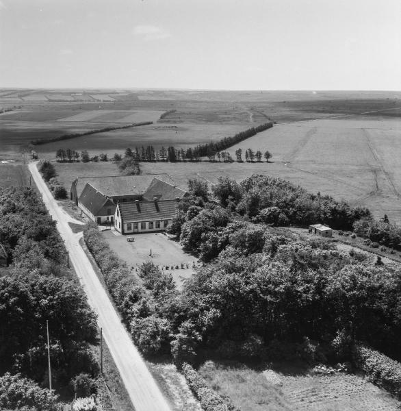 20. Vind, 1962. Fuglsangvej 2, 'Kirkegård'.