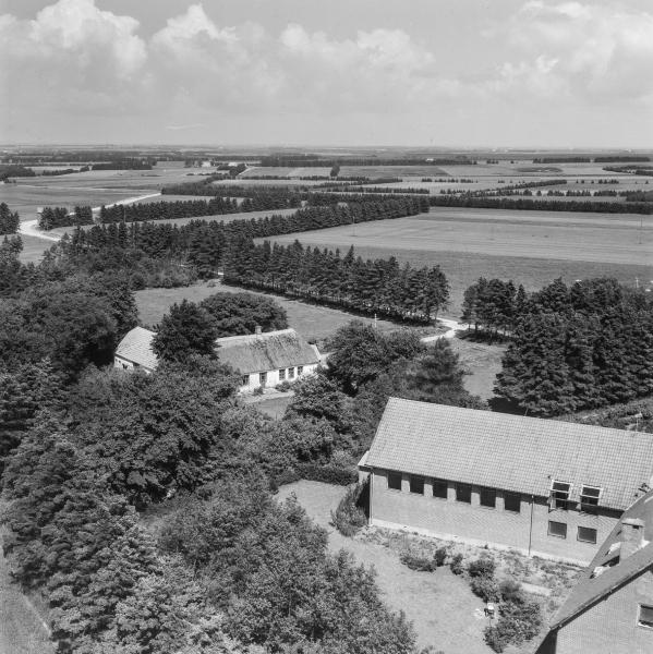 49. Vind, 1962. Røjkærvej 21 (Vind Gl. Skole) og 15 (Vind Skole, i dag Vindkraften).