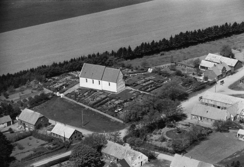 6. Vind Kirkeby, 1949. Kirken.