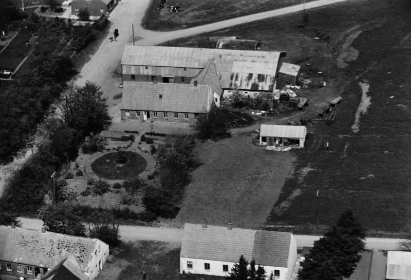 7. Vind Kirkeby, 1949. 'Toftegård'.
