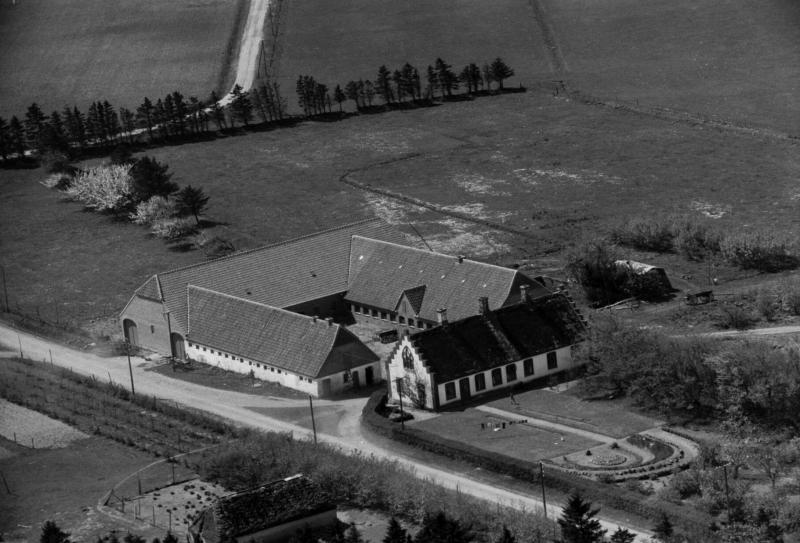 13. Vind, 1949. Fuglsangvej 2, 'Kirkegård'.