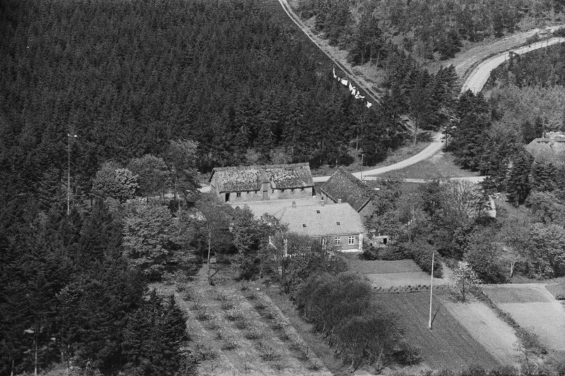 27. Vind, 1949. Lystlundvej 26, 'Stråsøgård' (skovfogedbolig).