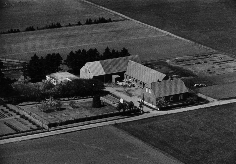 74. Vind, 1949. Trækrisvej 9, 'Viholm'.