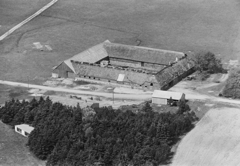 69. Vind, 1949. Troldtoftvej 10, 'Troldtoftgård'.