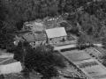 28. Vind, 1949. Lystlundvej 28 (Stråsø gl. skole, t.v.) og 30 (t.h.)