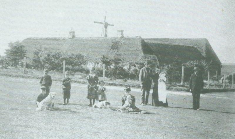 Blaakjær og familien Kjær omkring 1900.