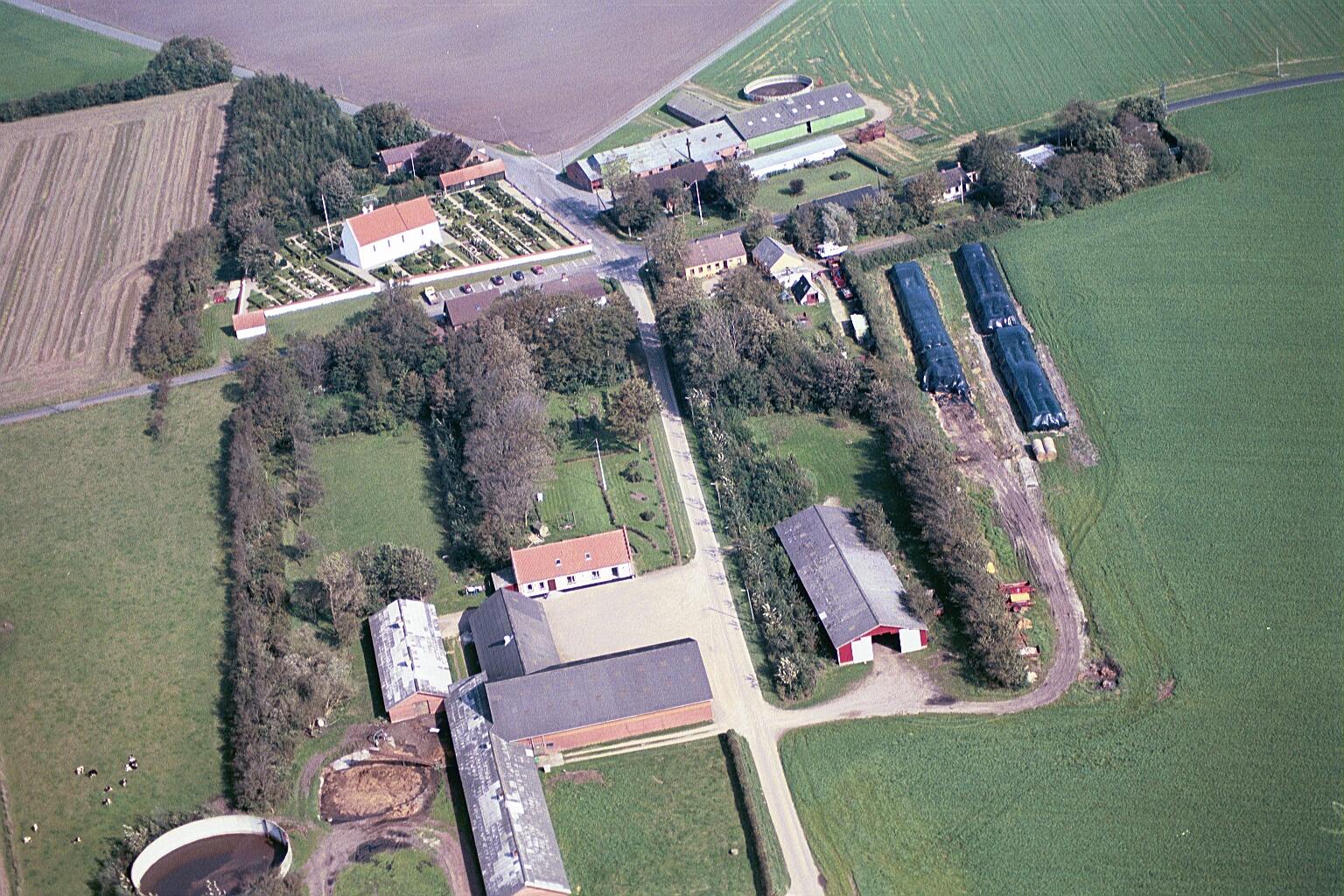 Vind Kirkeby. Øverst ses Toftegård, nederst Kirkegård.