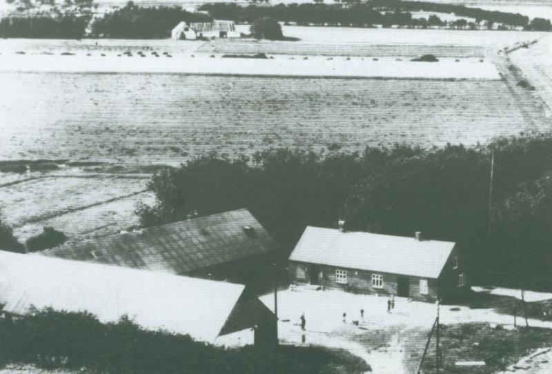 Røjkjærgaard omkring 1950 -idag Skolevej 23. I baggrunden Vestervang.