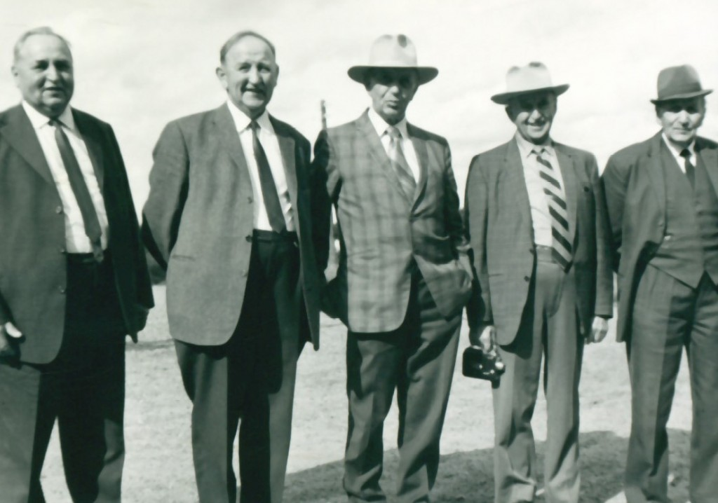 Fem Poulsen-brødre fra Sønder Vindgab. Fra venstre: Johan, Martin, Elias, Marius og Jens Bak Poulsen. Årstal ukendt.