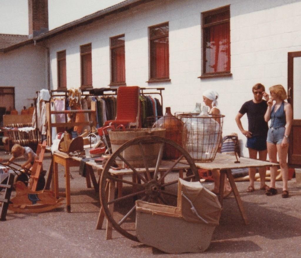 Loppemarked ved sognegården. 1982.
