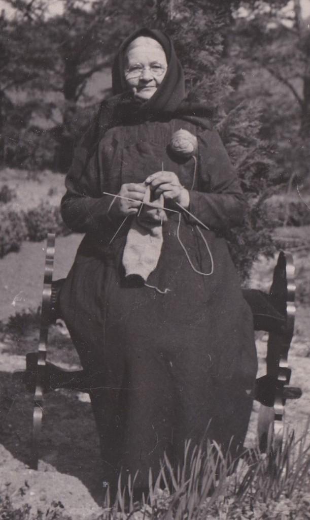 Ane Marie Mikkelsen, kaldet 'Marie Vildkilde' (1865-1947), fotograferet forud for sin 80-års fødselsdag i 1945.