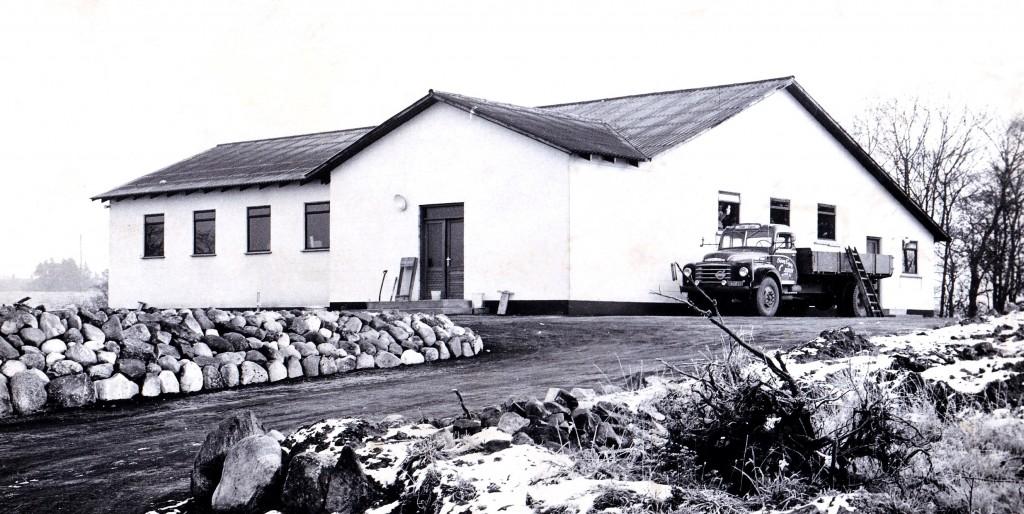 Vind Sogne- og Hjemmeværnsgård fotograferet omkring tidspunktet for dens indvielse i 1962.